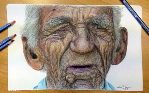 用彩色铅笔画老人的头
