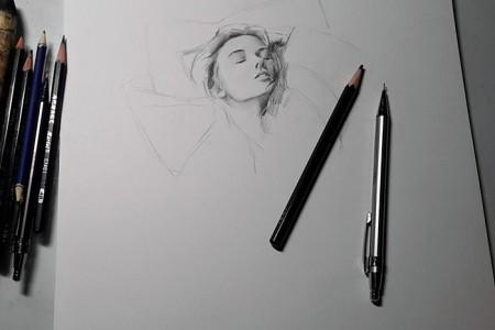 美女模特素描画 苗条身材人物素描