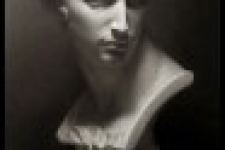 选择素描静物画来描绘精细的素描石膏模型。