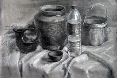 矿泉水瓶静物画