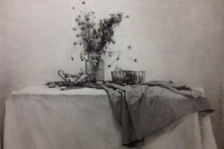 花玻璃瓶衬布静物素描