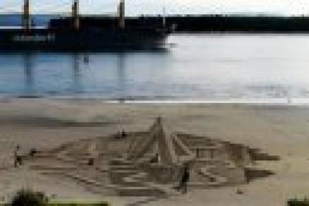 沙滩三维立体绘画展现瞬间美