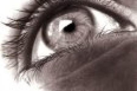 美丽逼真的眼睛素描图