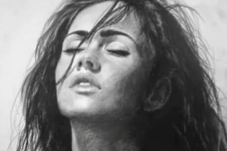 外国专家从视频的部分内容中画出漂亮女人的照片。