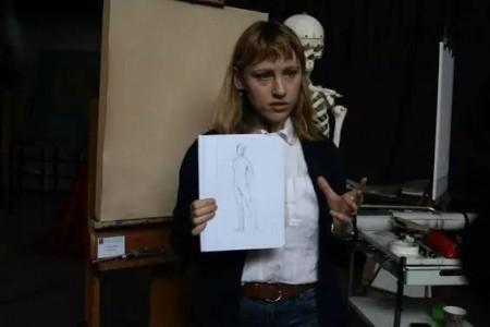 素描:美国女艺术家科琳·巴里的作品有着良好的整体关系。