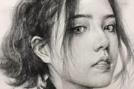 年轻女性素描画像赏析