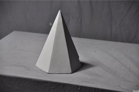 石膏几何:六角金字塔超高清图片